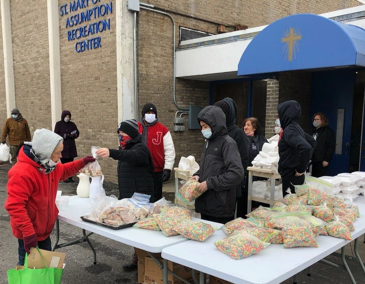 HAWKS CONTINUE TO 'GIVE BACK' AT COMMUNITY MEALS