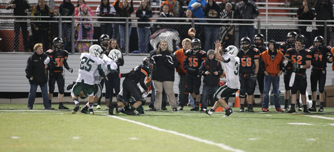 Hornets stay undefeated with 21-14 win over Towanda