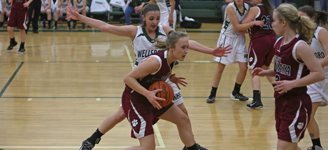 Lady Hornets hang on to beat East Juniata