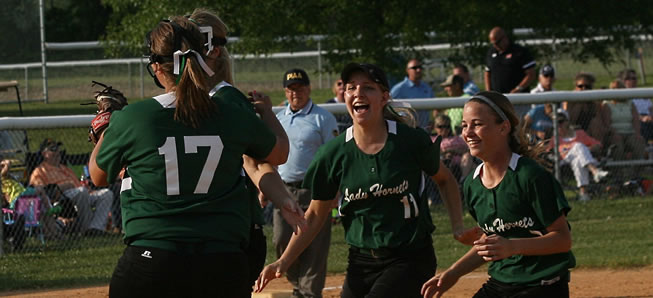 Queen Bees: Lady Hornets capture District IV AA crown
